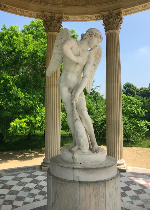 statue temple de l'amour Amour taillant son arc dans la massue d'Hercule