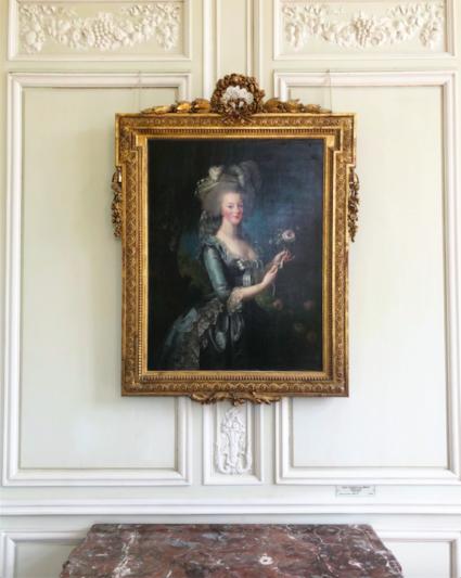 Marie Antoinette à la rose au Petit Trianon