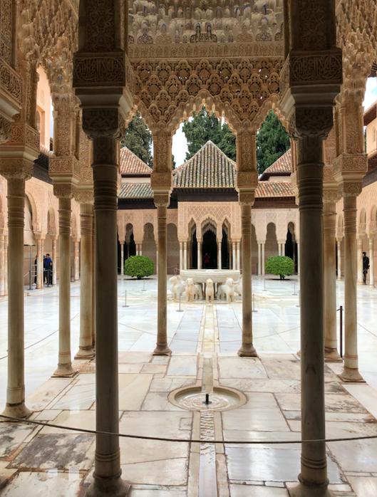 Palais des Lions - Fontaine 12 lions Alhambra Grenade