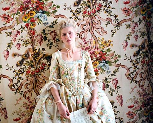 Marie-Antoinette-Coppola-fleurs-des-champs