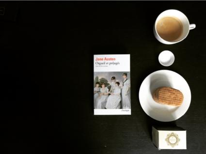 Orgueil et préjugés avec café