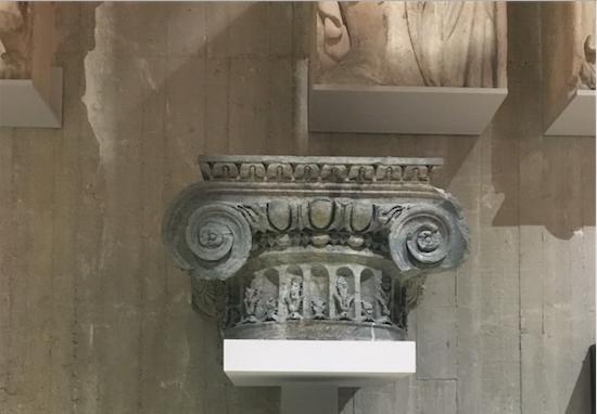 chapiteau ionique Catherine de Médicis